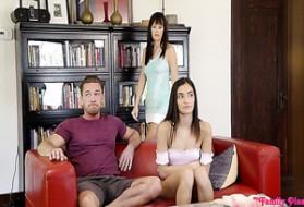 La festa a casa si trasforma in orgia di sesso di gruppo guardare il gratis.