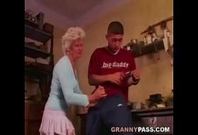 Sesso con nonna video